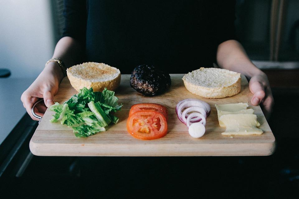 Jak obliczyć indeks glikemiczny obiadu i czy dodanie do cukierków błonnika pomaga jeść je bezkarnie