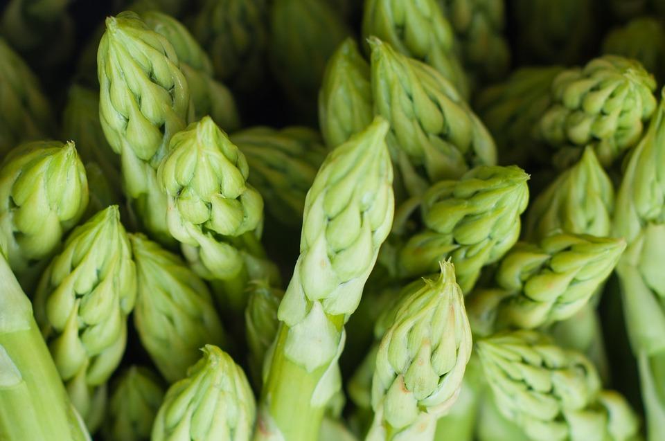 Szparagi – zielona, bomba sezonowa! Jak przygotować szparagi. Poznaj ich właściwości