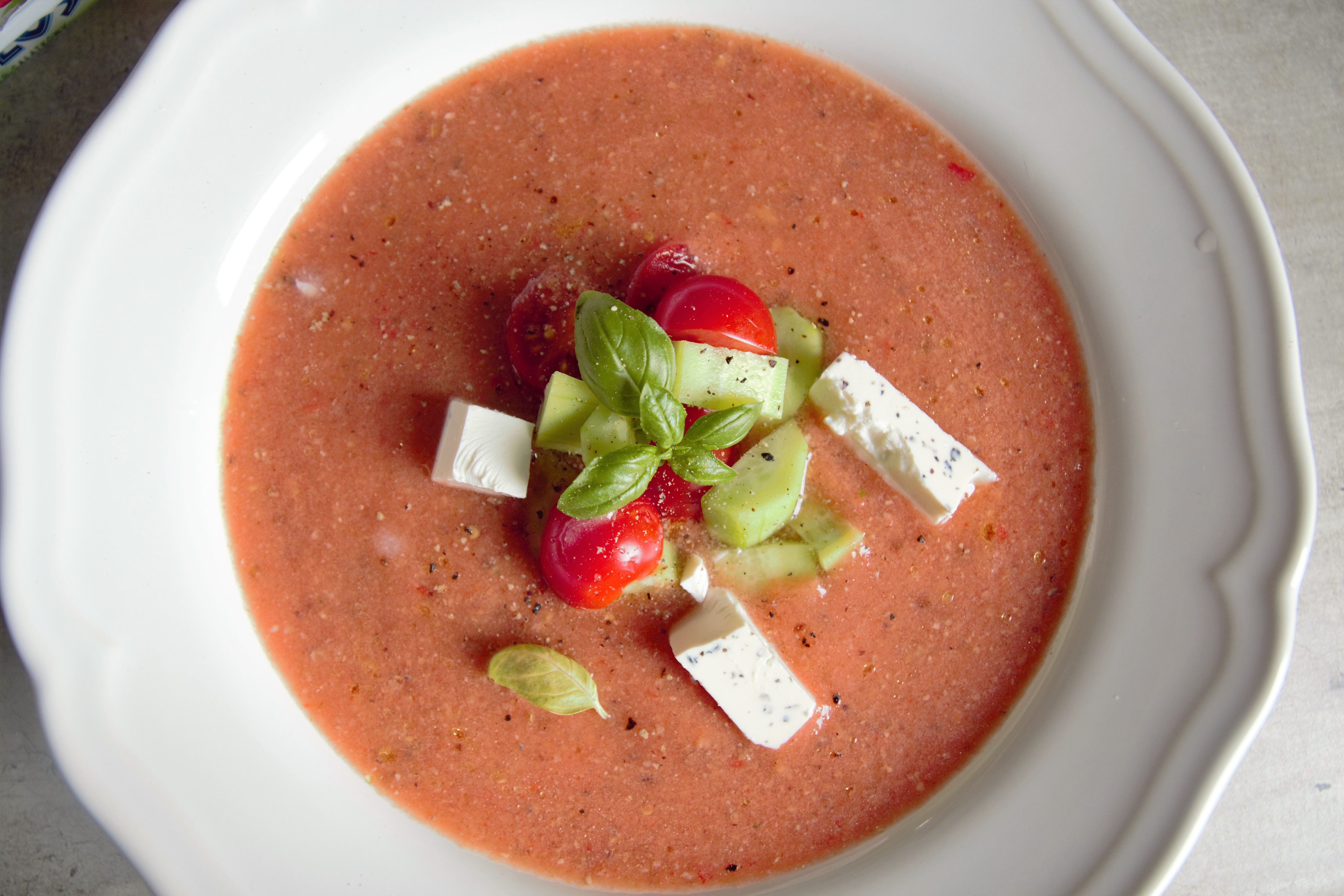 Najprostsza hiszpańska zupa podawana na zimno. W sam raz na lato i dla osób na diecie!