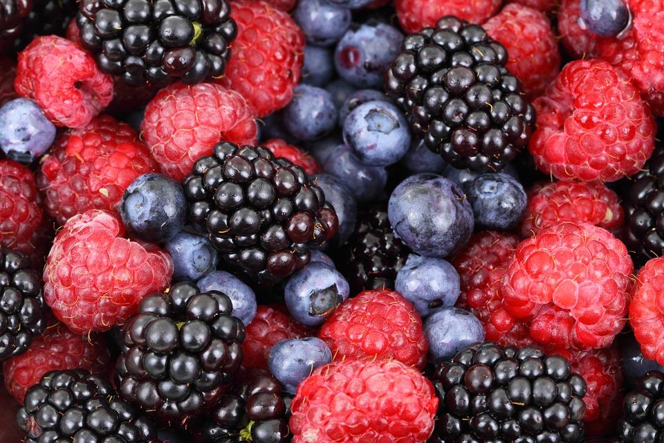 Jagody, borówka, truskawka, aronia, maliny – czy są dobre dla osób z insulinoopornością